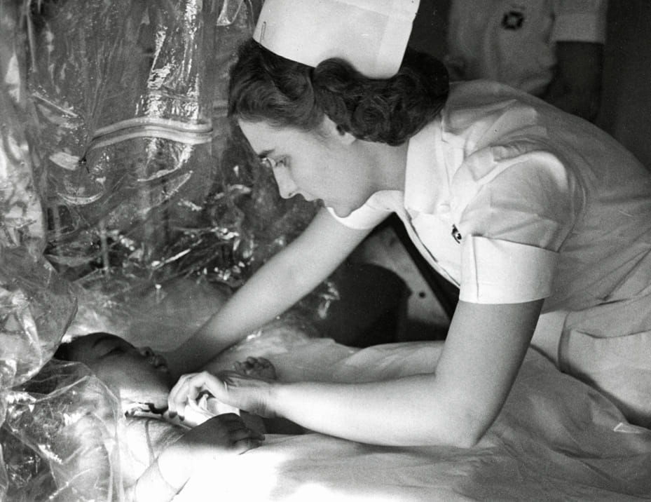 1951 Esther Bubley with child patient